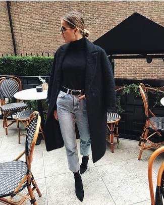 How To Wear Boyfriend Jeans With Ankle Boots: You'll be surprised at how easy it is to pull together this off-duty getup. Just a black textured coat combined with boyfriend jeans. Let's make a bit more effort with shoes and introduce a pair of ankle boots to the equation.