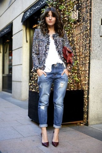How to wear: burgundy leather pumps, blue ripped boyfriend jeans, white v-neck t-shirt, blue tweed jacket