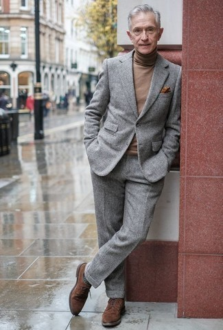 How to Wear a Grey Wool Suit: This combo of a grey wool suit and a brown wool turtleneck couldn't possibly come across as anything other than devastatingly stylish and elegant. For maximum fashion points, complement your getup with brown suede brogues.
