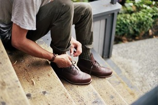 How to wear: olive socks, brown leather casual boots, olive chinos, grey crew-neck t-shirt