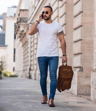 How to wear: brown backpack, brown leather chelsea boots, blue skinny jeans, white crew-neck t-shirt