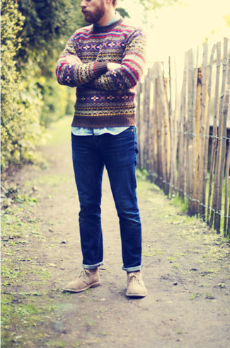 Look amazing without really trying in a brown fair isle round-neck sweater and dark blue jeans. Add a glam twist to your outfit with tan suede chukka boots. When it comes to dressing for transitional weather, nothing beats a killer outfit that transitions easily between seasons.