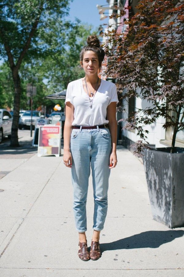 outfits with bright blue jeans