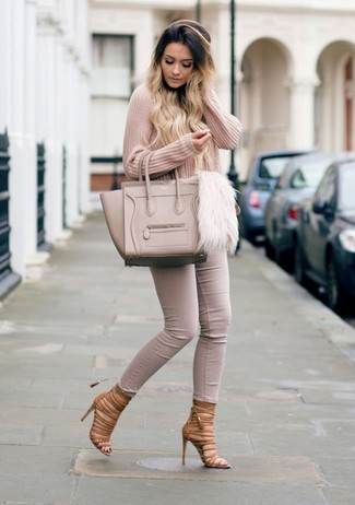 How to wear: beige leather tote bag, brown leather gladiator sandals, beige skinny jeans, pink v-neck sweater