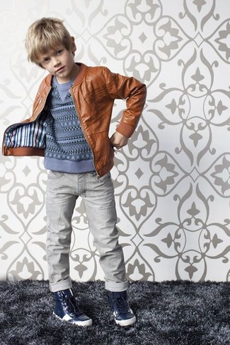 How to wear: brown leather jacket, blue sweater, grey jeans, navy sneakers