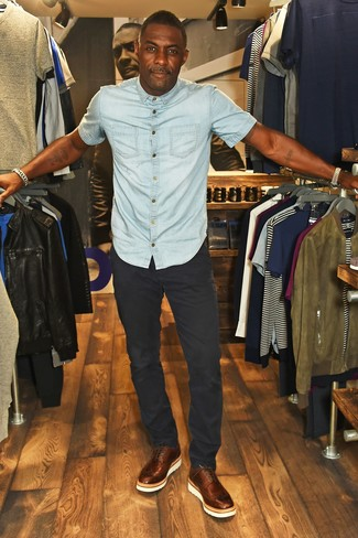 How to wear: brown leather brogues, black chinos, light blue denim short sleeve shirt