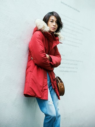 How to wear: brown leather crossbody bag, blue ripped boyfriend jeans, red parka