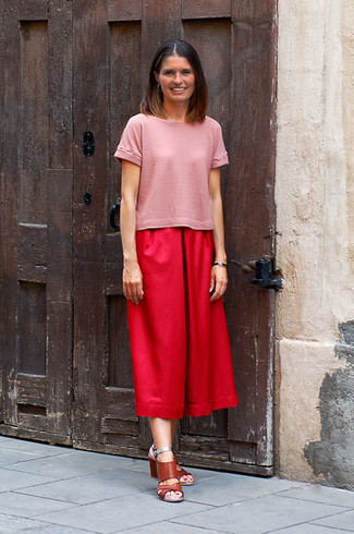 How to wear: brown leather heeled sandals, red culottes, pink crew-neck t-shirt