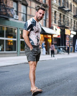 How to wear: brown leather sandals, charcoal shorts, beige print crew-neck t-shirt