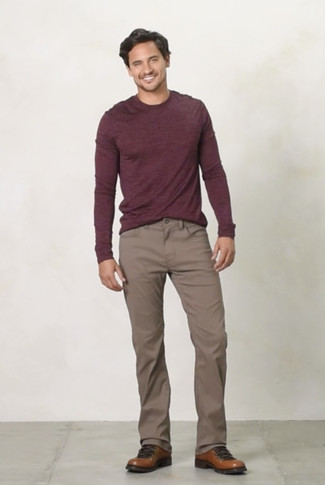 How to wear: brown leather work boots, brown chinos, burgundy crew-neck sweater