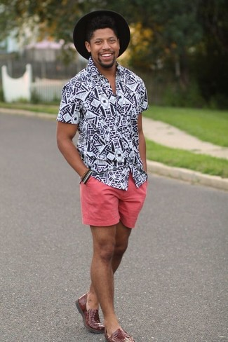 How to wear: black wool hat, brown leather loafers, pink shorts, white and black print short sleeve shirt