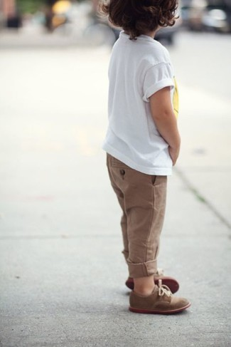 How to Wear Brown Trousers For Boys: Reach for a white t-shirt and brown trousers for your darling for a comfortable outfit that's also put together nicely. Brown oxford shoes are a savvy choice to complete this style.