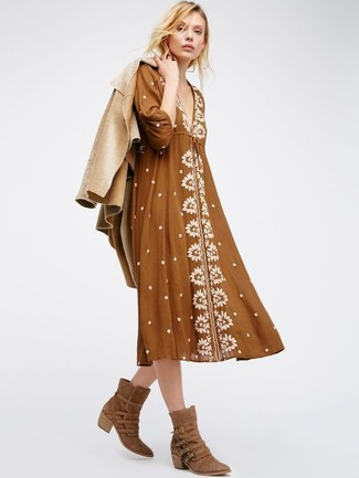 How to Wear a Jacket For Women: If you're in search of a casual and at the same time seriously stylish outfit, consider pairing a jacket with a brown peasant dress. Why not take a more laid-back approach with shoes and complement your look with brown suede cowboy boots?