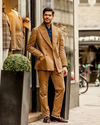 How to Wear Beige Socks For Men: For a look that provides functionality and fashion, choose a tan corduroy suit and beige socks. Kick up this whole getup by rocking a pair of brown leather tassel loafers.