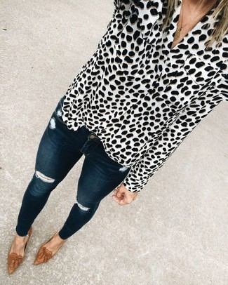 How to Wear a White and Black Leopard Button Down Blouse: A white and black leopard button down blouse and navy ripped skinny jeans will allow you to demonstrate your stylish self. Finishing with a pair of brown leather tassel loafers is a guaranteed way to infuse a hint of class into this outfit.