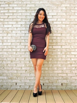 Consider wearing a Boohoo women's Velvet One Shoulder Bodycon Dress to create a chic, glamorous look. Play down the casualness of your getup with black leather pumps. You're sure to always look good even despite the oppressive heat if you have this getup in your front hall closet.