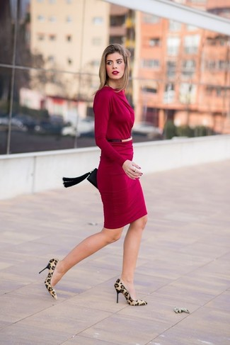 Make a burgundy bodycon dress your outfit choice for a standout ensemble. Tan leopard suede pumps will instantly smarten up even the laziest of looks. This ensemble is likely to become your summertime go-to.