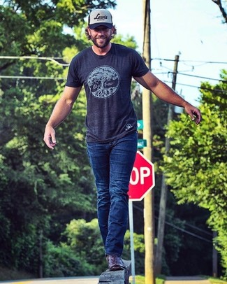 How to wear: navy and white print baseball cap, burgundy leather cowboy boots, navy jeans, navy print crew-neck t-shirt