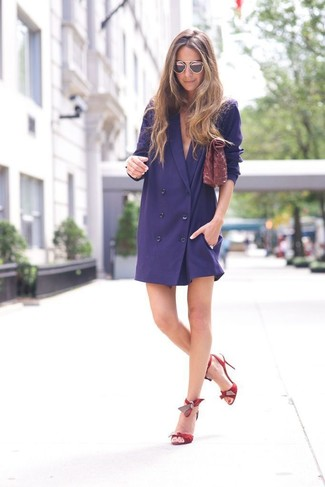 How to wear: burgundy leather clutch, red leather heeled sandals, navy tuxedo dress
