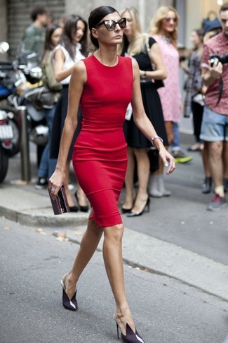 How to wear: burgundy leather clutch, violet leather pumps, red sheath dress