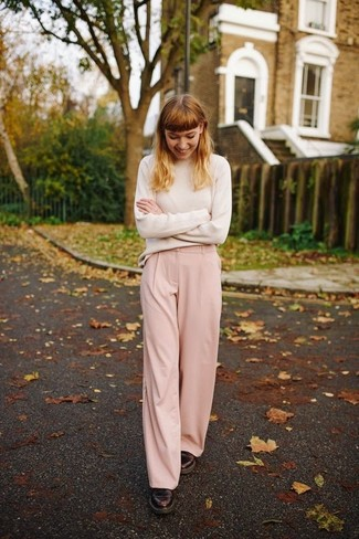 How to wear: burgundy leather oxford shoes, pink wide leg pants, beige turtleneck
