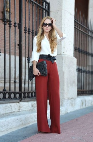 Such garments as a white button down blouse and a black leather waist belt are the ideal way to inject some chic into your daily rotation. This one will play especially nice come warmer days.