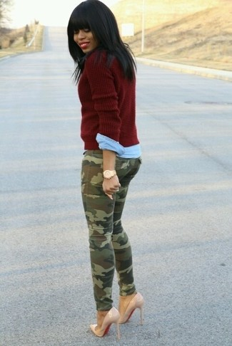 How to wear: burgundy cable sweater, light blue denim shirt, olive camouflage skinny jeans, beige leather pumps