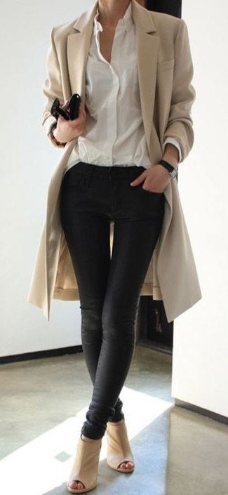 This pairing of a tan coat and black leather skinny jeans exudes comfort and functionality and allows you to keep it simple yet trendy. Balance this getup with beige cutout leather ankle boots. We promise this getup is the answer to all of your transeasonal wear problems.