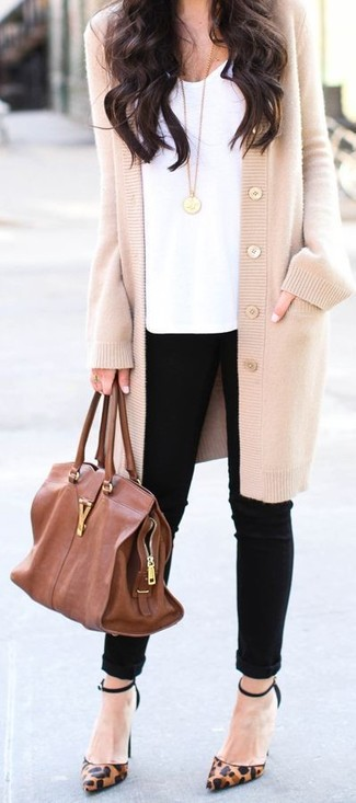 Effortlessly blurring the line between chic and casual, this combination of a beige cardigan and black slim jeans is likely to become one of your favorites. Complement your getup with brown leopard leather pumps. We love that this getup is great come spring.