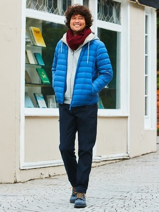How to wear: navy suede casual boots, black cargo pants, grey hoodie, blue puffer jacket