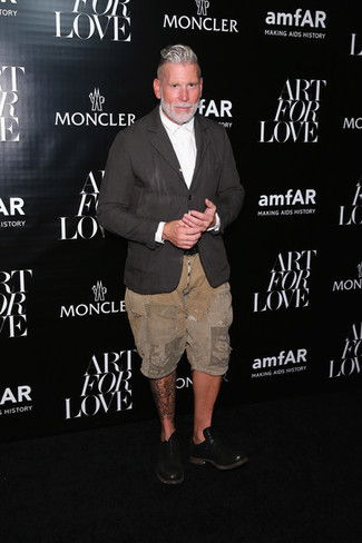 How to wear: charcoal linen blazer, white dress shirt, tan shorts, black leather oxford shoes