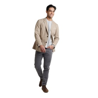 How to wear: dark brown leather desert boots, charcoal chinos, grey long sleeve t-shirt, beige cotton blazer