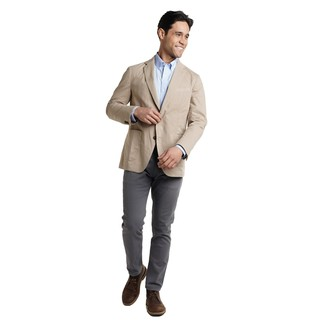 How to wear: dark brown leather desert boots, charcoal chinos, light blue long sleeve shirt, beige blazer