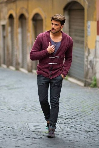 How to wear: charcoal suede desert boots, charcoal jeans, grey henley shirt, burgundy shawl cardigan