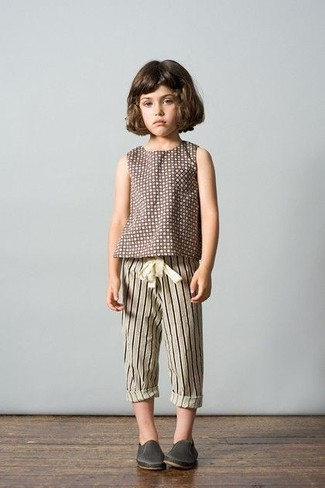 How to wear: charcoal leather sneakers, beige vertical striped sweatpants, brown polka dot t-shirt
