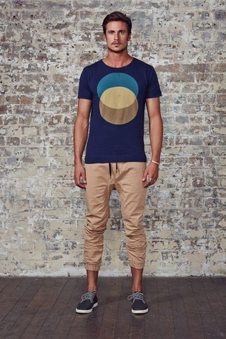 How to wear: charcoal low top sneakers, tan sweatpants, navy print crew-neck t-shirt