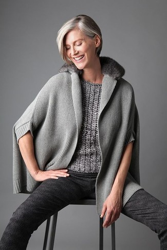 Fashion for Women Over 40: What To Wear: This combination of a grey poncho and charcoal print skinny pants is on the casual side yet it's also seriously chic and elegant.