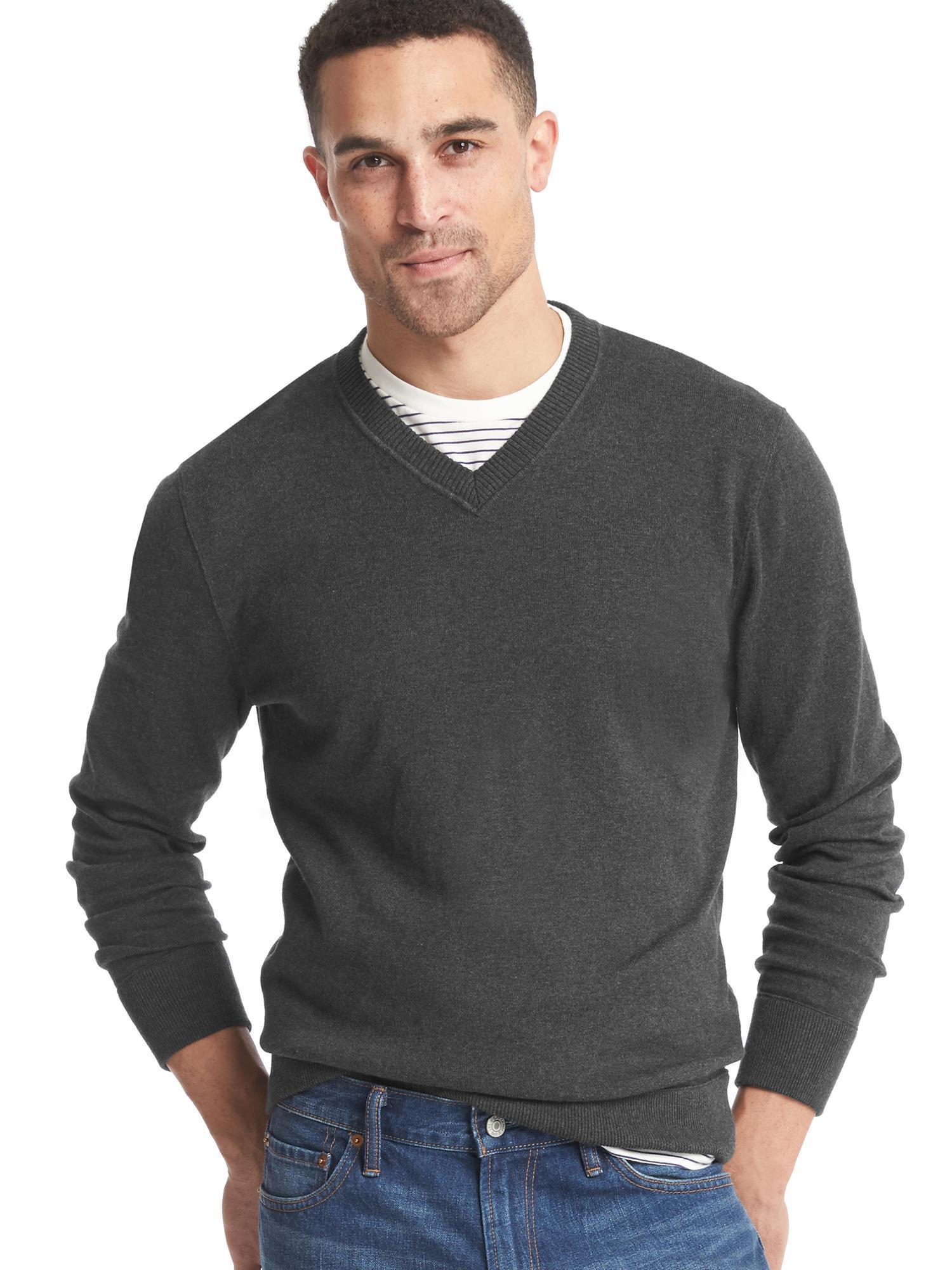 Black t shirt navy jeans - Try Pairing A Charcoal V Neck Sweater With Navy Jeans For A Sunday Lunch With