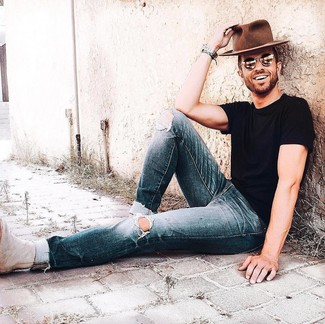 How to wear: brown wool hat, beige suede chelsea boots, navy ripped jeans, black crew-neck t-shirt