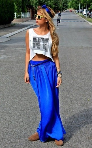 How to wear: yellow sunglasses, brown suede chelsea boots, blue maxi skirt, white print cropped top