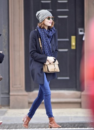 How to wear: beige leather crossbody bag, brown leather chelsea boots, blue skinny jeans, navy coat