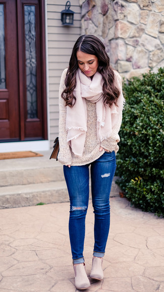 How to wear: brown leather crossbody bag, grey suede chelsea boots, blue ripped skinny jeans, beige crew-neck sweater