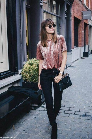 How to wear: black leather crossbody bag, black suede chelsea boots, black skinny jeans, pink velvet crew-neck t-shirt