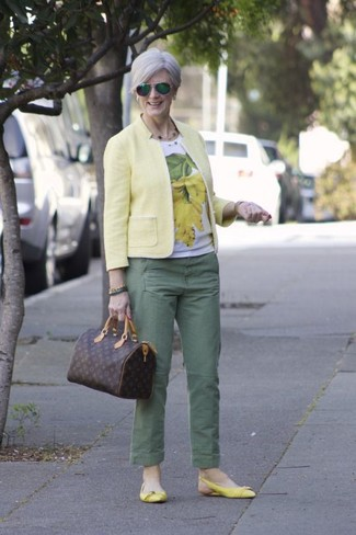 How to wear: yellow leather ballerina shoes, green chinos, white and yellow print crew-neck t-shirt, yellow blazer