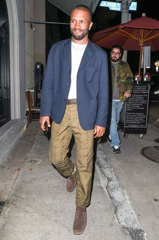 How to wear: dark brown suede desert boots, khaki check chinos, white crew-neck t-shirt, navy blazer