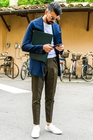 How to Wear Navy Sunglasses For Men: For a surefire casual option, you can't go wrong with this combination of a navy blazer and navy sunglasses. A pair of white low top sneakers will add an elegant twist to an otherwise all-too-common outfit.