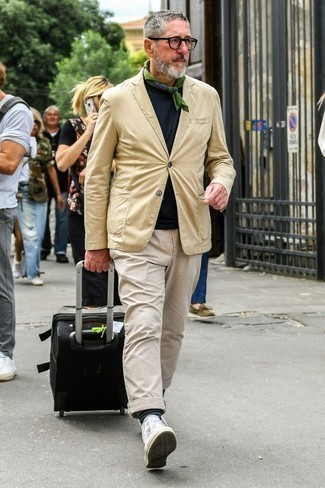 How to Wear an Olive Bandana For Men: A tan blazer and an olive bandana are great menswear staples that will integrate nicely within your casual styling repertoire. A great pair of white canvas high top sneakers pulls this look together.