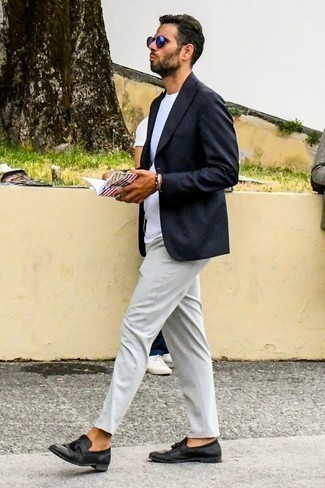 How to Wear Blue Sunglasses For Men: This relaxed combination of a navy blazer and blue sunglasses is effortless, sharp and extremely easy to replicate. For a more polished vibe, complete your outfit with a pair of black leather tassel loafers.