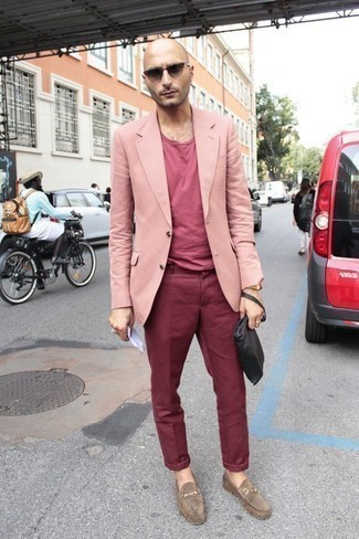 How to Wear a Gold Watch For Men: Pair a pink blazer with a gold watch for a killer and trendy ensemble. Boost the dressiness of your look a bit by wearing a pair of tan suede loafers.