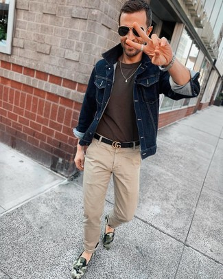 How to wear: dark green camouflage slip-on sneakers, beige chinos, charcoal crew-neck t-shirt, navy denim jacket